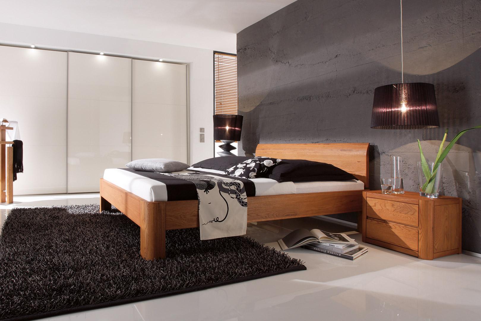 Massivholzbett mit Nachttisch individuell konfigurieren bei sitec-schlafsysteme in Büren