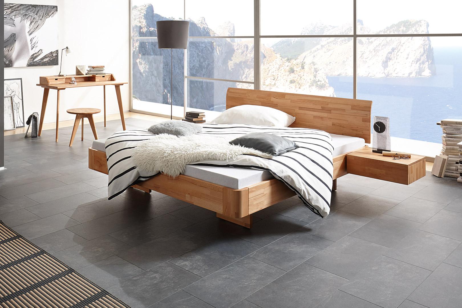 Massivholzbett mit integriertem Nachttisch individuell konfigurieren bei sitec-schlafsysteme in Büren